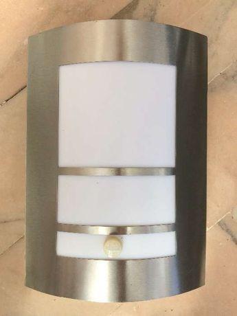 Candeeiro / Aplique exterior com sensor de movimento - NOVO