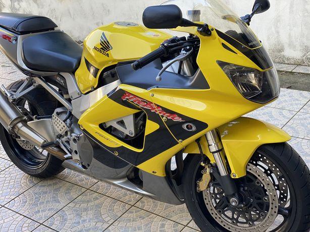 Cbr 929 RR moto de garagem
