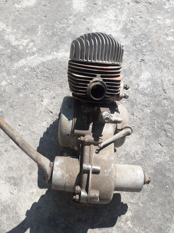 Продам движок от старого моторолера.перебирался давно.