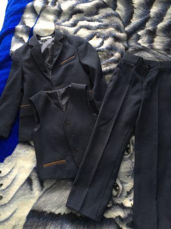 Костюм -тройка школьный ( брюки, пиджак , жилет)