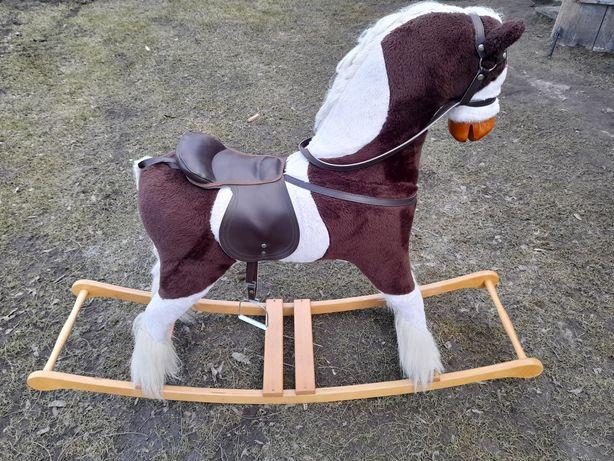 Koń na biegunach. Bardzo duży