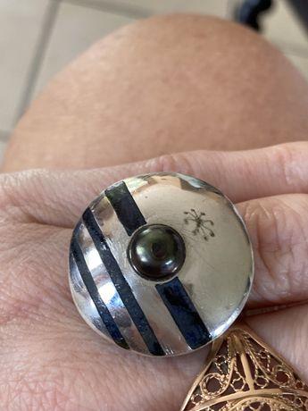 Nowoczesny duży srebrny pierscionek z perłą i hebanem 925 regulowany r