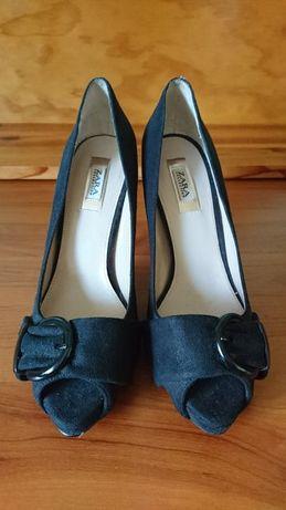 Sapato salto alto Zara.
