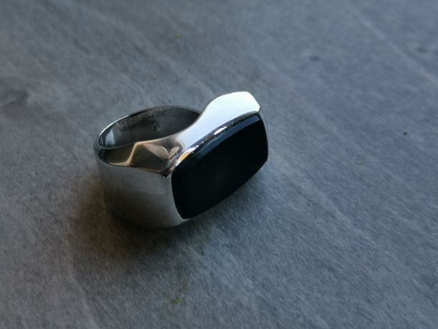 DD659 ciekawy srebrny pierścionek sygnet z Onyksem, onyx, srebro 925