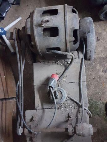 Silnik, silnik elektryczny, trójfazowy , przewód siłowy