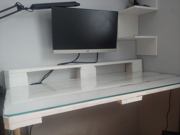 Białe biurko z palety możliwość regulacji wysokości