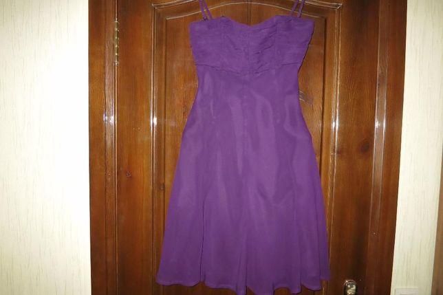 Продам нарядное платье на худенькую девушку 40-размера(34 европейский)