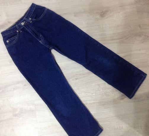 Фирменные джинсы в состоянии новых 8-9 лет