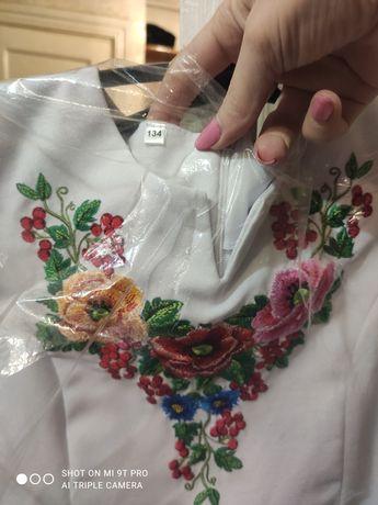 Плаття неймовірної краси з українською вишивкою на дівчинку 9-10 років
