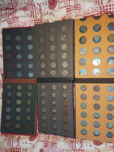 Monety, zestaw 3 albumów pełnych monet.