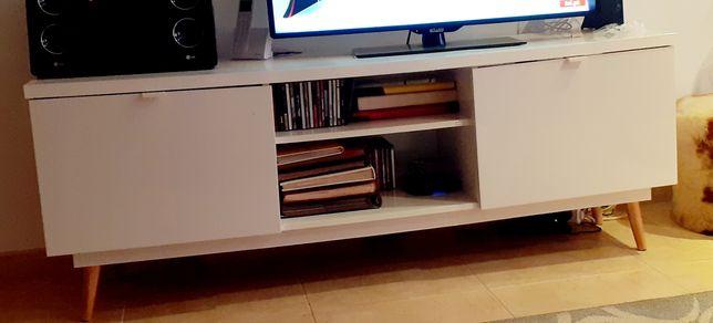 Movel Ikea com pés em pinho