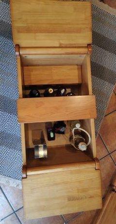 Mesa apoio com garrafeira.