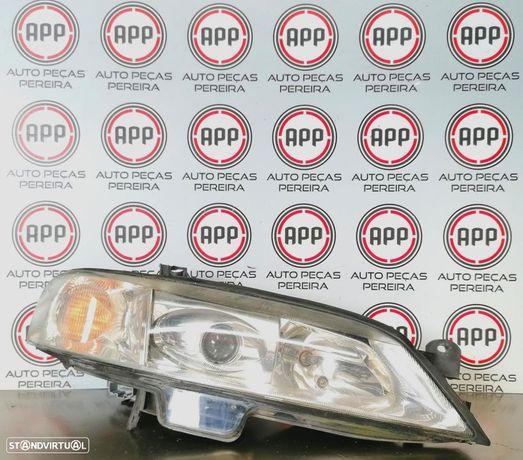Óticas  Opel Vectra C 2001 Xénon, esquerda e direita.