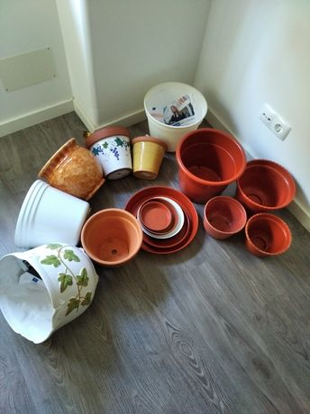 VASOS de cerâmica e plástico