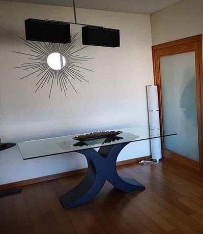 Mesa de jantar em vidro, com design único