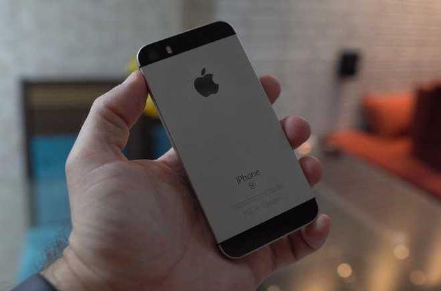 2 iPhones - 1x SE e outro 1x SE 2020