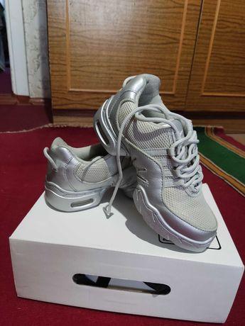 Танцевальная обувь (джизовки 35размера)