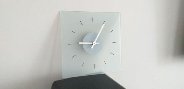 Zegar ścienny nowoczesny stylowy na ścianę.