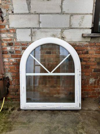 Okno łukowe ze szprosami szyba ornamentowa dowóz