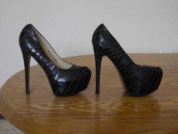 Туфлі бомбезні шкіряні розмір 38 стелька 24,5 см Sergio Todzi