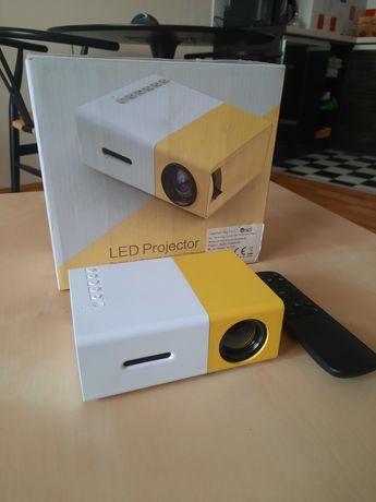 Rzutnik LED Przenośny mini Projektor YG300