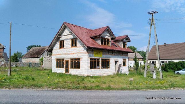 Piętrowy budynek (mieszkanie i salon usługowy), wieś, blisko jeziora