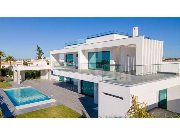 Moradia de arquitectura contemporânea proximo da praia.