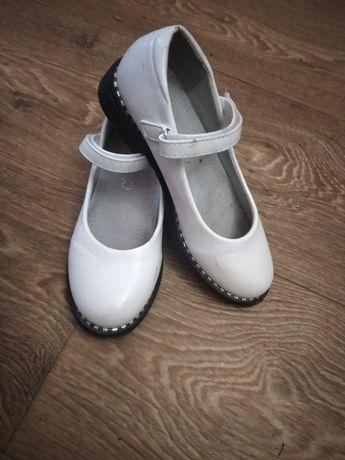 Продам туфельки на дівчинку