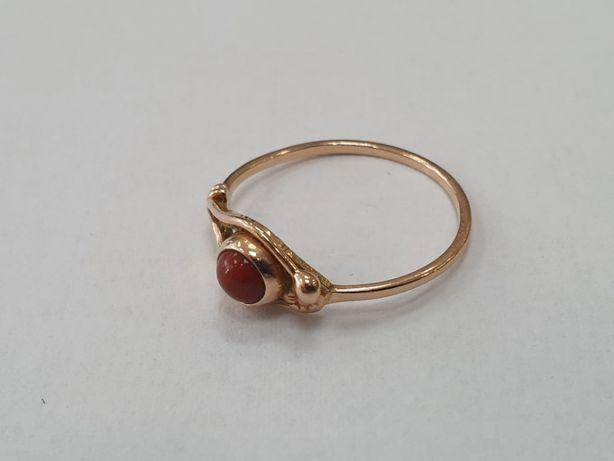 Piękny złoty pierścionek/ 585/ 1.38 gram/ R15/ brązowe oczko/ Gdynia
