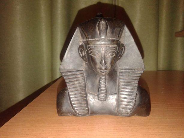 Статуэтка фараона Хеопса из Египта.