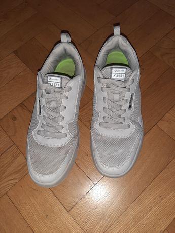 Кроссовки подрастковые 41 размера.