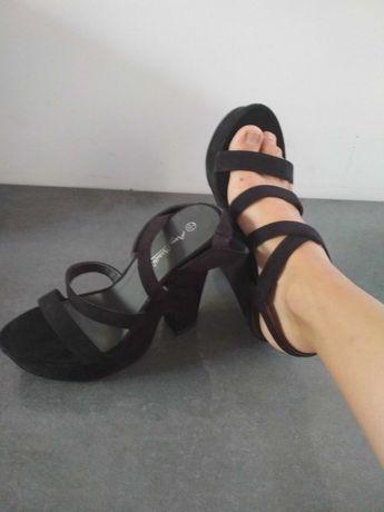 Buty wysoka koturna czarne paseczki 40. Oryginalne