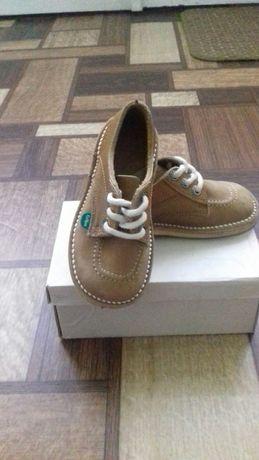 Продаються туфлі на хлопчика.