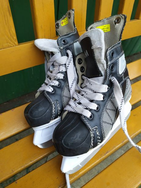 Sprzedam łyżwy hokejowe roz 34