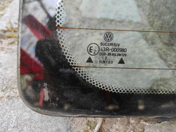 Golf III szyba tylna z owiewką