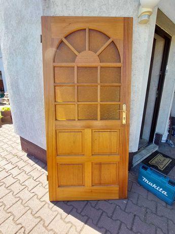 Drzwi drewniane ze szprosami