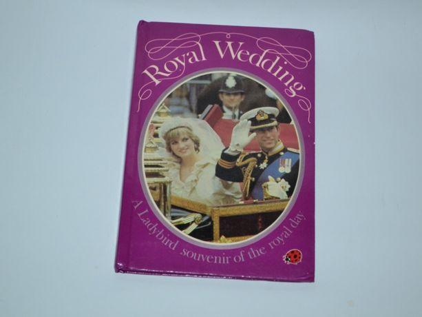 книга на английском с цветными иллюстрациями Royal wedding a lady bird