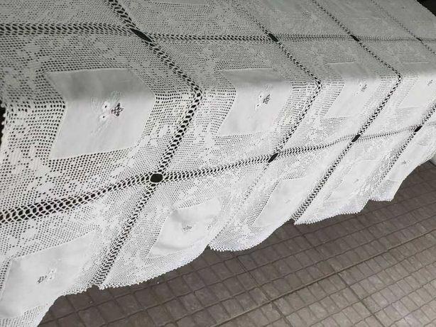 Toalha de mesa em linho bordado e renda, renda fina, de cor pérola