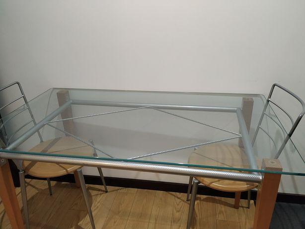 Mesa de cozinha com vidro temperado