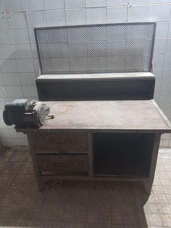 Продам слесарный стол