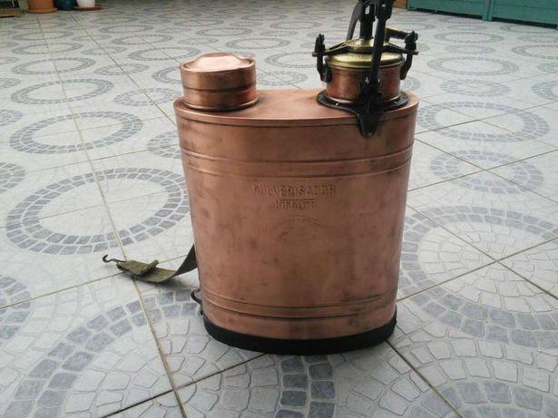 Pulverizadores antigos, restaurados