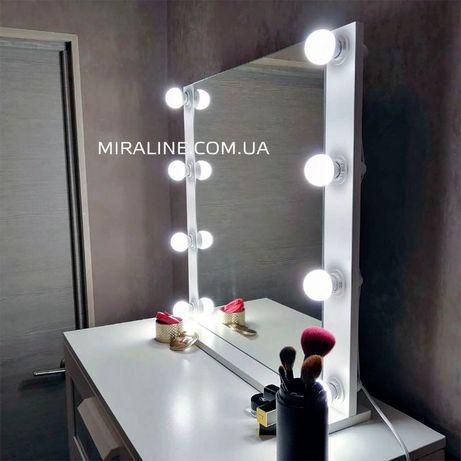 Стильное небольшое зеркало в раме с подсветкой для дома