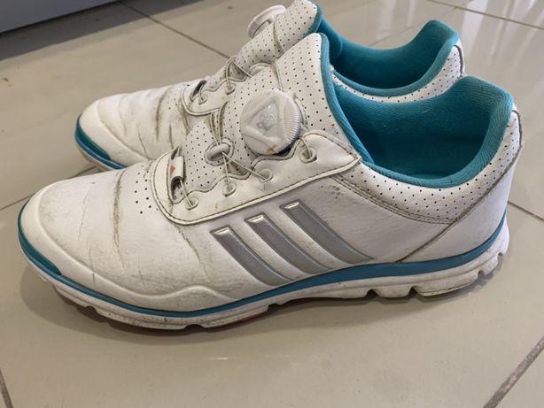 Sapatos de golfe senhora nº 40 (serve quem calça 38 ou 39)
