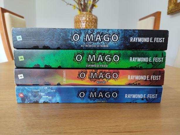 """Livros da saga """"O Mago""""."""