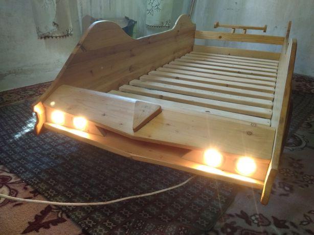 Кровать детская натурального дерева
