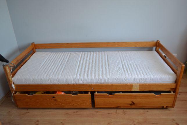 Drewniane łóżko z szufladami i barierką 80x200