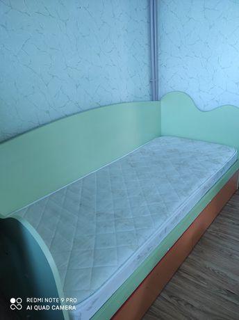 Дитяча кровать з матрацом