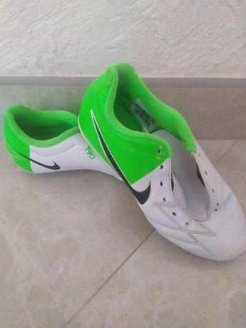 Футзалки, футбольные кеды Nike