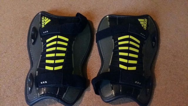 Adidas ochraniacze na piszczele roz. L
