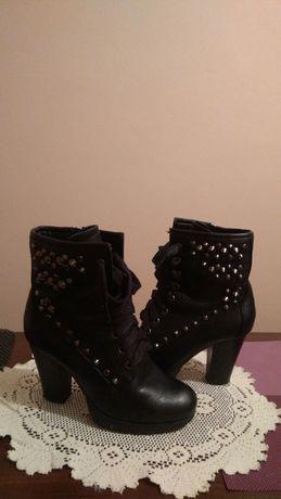 Buty damskie rozmiar 36 firma Jennifer  czarne z cwikami